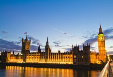 SMALL BUSINESSES SEE TAX RISES AS BIGGEST THREAT TO UK ECONOMY - Featured image